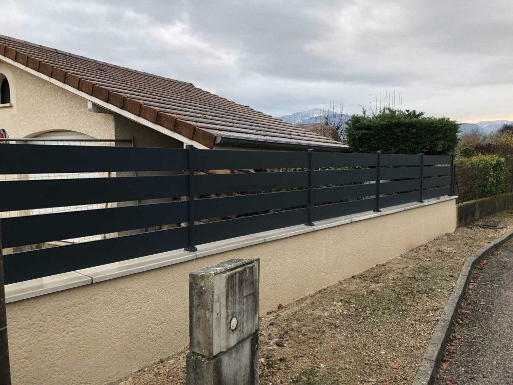 Pose de clôture de terrain