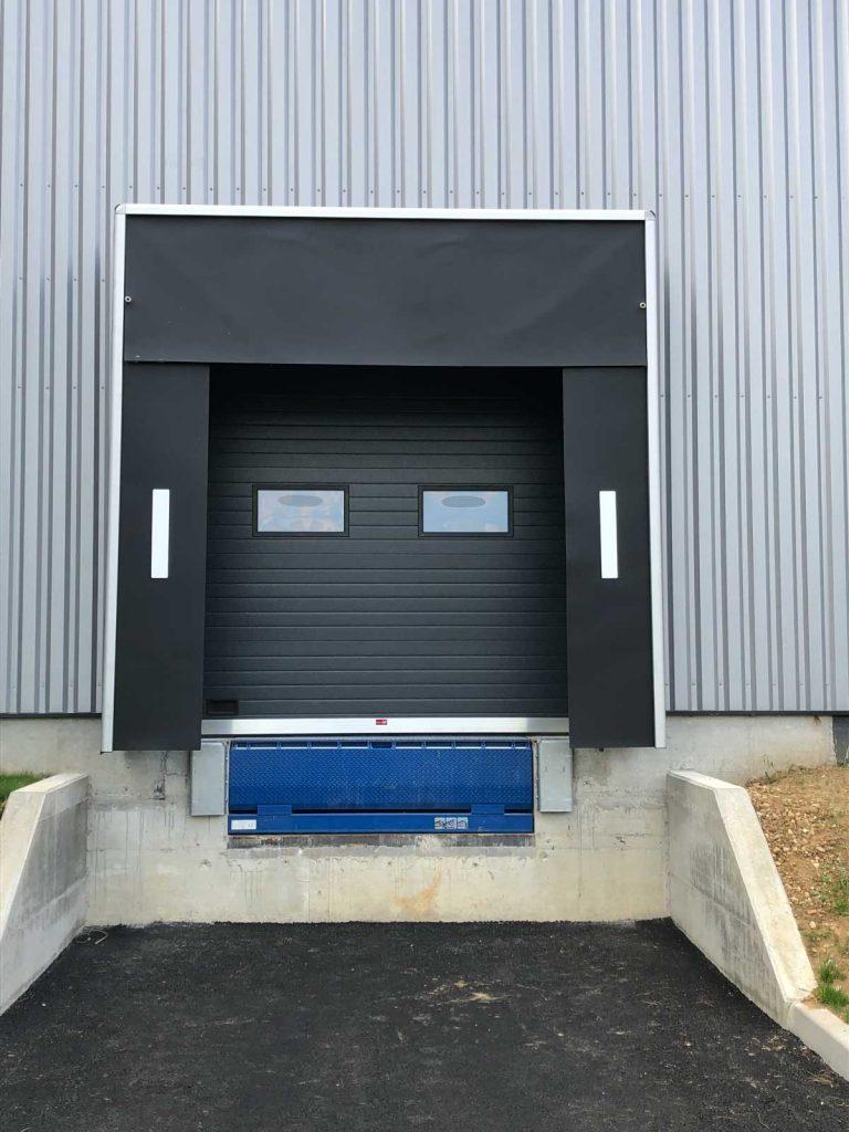Porte de quai de livraison industriel